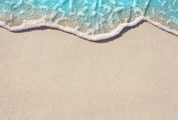 miękka fala oceanu na piaszczystej plaży - piasek zdjęcia i obrazy z banku zdjęć