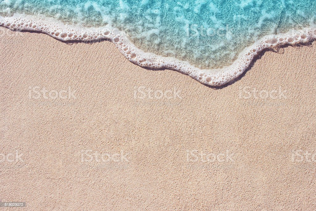 Soft wave of ocean on the sandy beach​​​ foto