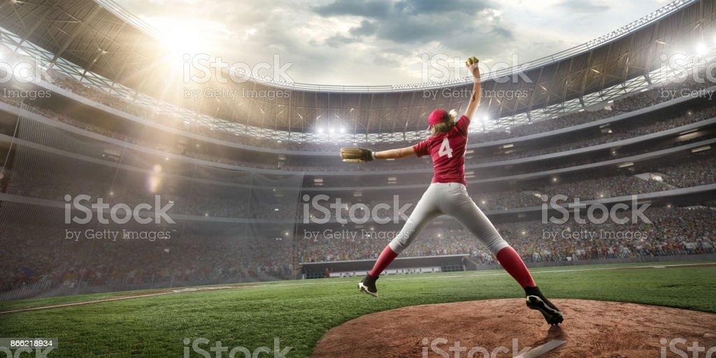 Softball-Spielerin auf einer professionellen Bühne – Foto