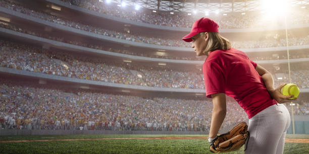 プロの舞台でソフトボール女子選手 - ソフトボール ストックフォトと画像
