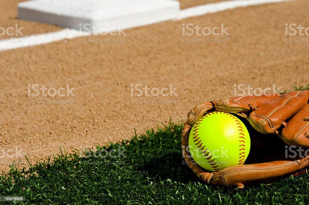 Softball-primera base - foto de stock