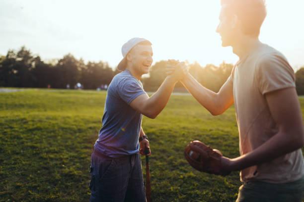 softball game - softbol esporte - fotografias e filmes do acervo