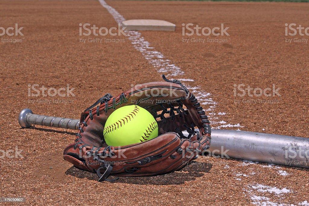 ソフトボール手袋とバット ストックフォト