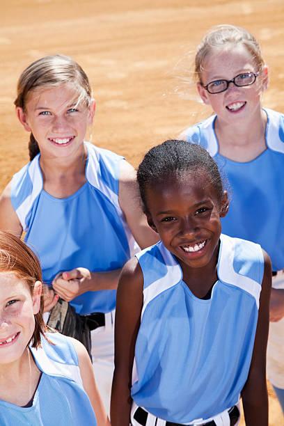 softball jogadores - softbol esporte - fotografias e filmes do acervo