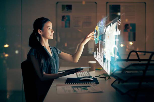 softwareentwicklung nach sonnenuntergang - digitale verbesserung stock-fotos und bilder