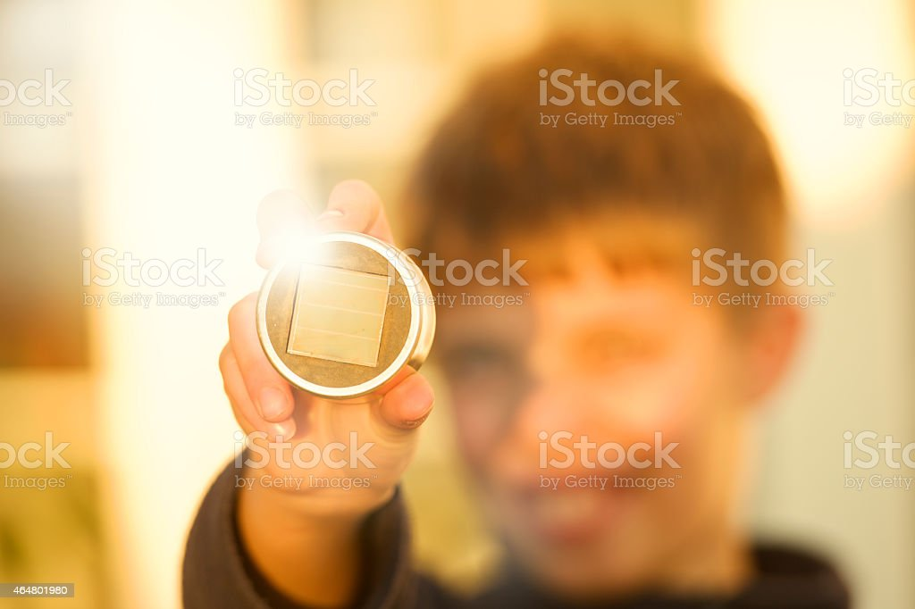 solar Handy in der hand des Kindes – Foto