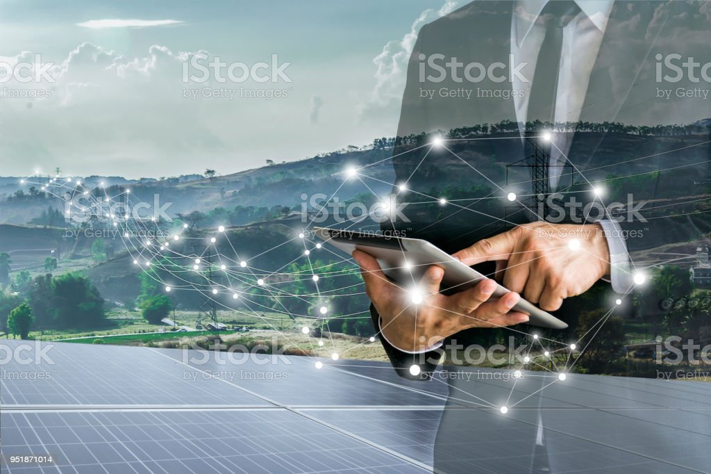 Solar Cells.Businessmen calculate investment. - foto stock