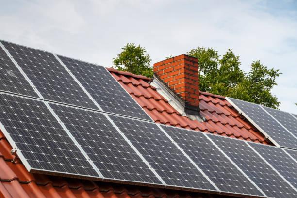 Solaranlage auf einem Gebäude in Ruehstaedt, Deutschland, 2017 – Foto