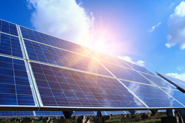 solar panel, alternative electricity source - concept of sustainable resources, and this is a new system that can generate electricity more than the original, this's the sun tracking systems - solar panel imagens e fotografias de stock