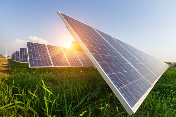 solar panel, alternative electricity source, concept of sustainable resources, and this is a new system that can generate electricity more than the original, this's the sun tracking systems - solar panel imagens e fotografias de stock
