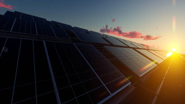 Solar-Panel Bauernhof unter roten Wolken – Foto