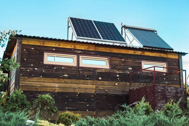 solpanel på taket av huset - solar panel bildbanksfoton och bilder