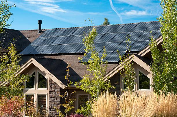 electric painel solar, home exterior - solar panel imagens e fotografias de stock