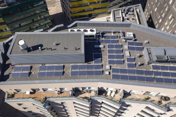 solpaneler på taket - drone helsinki bildbanksfoton och bilder
