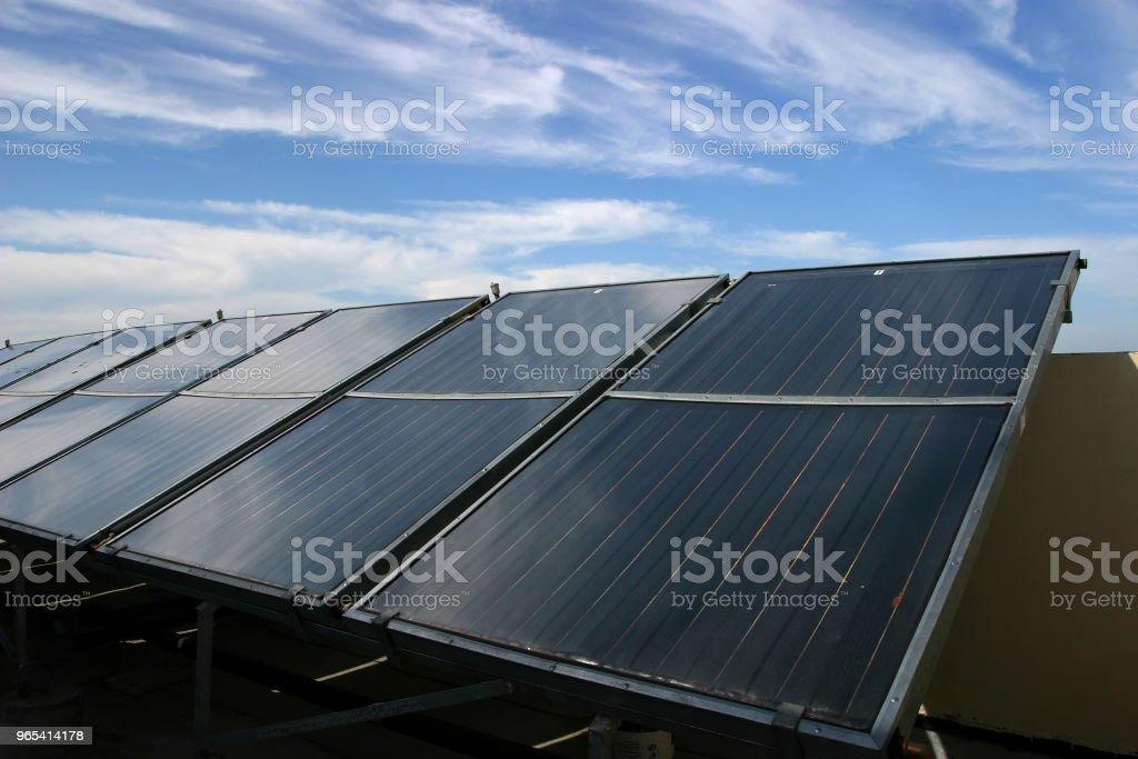Panneaux solaires énergie renouvelable - Photo de Alimentation électrique libre de droits