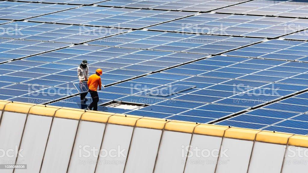 Estación de energía Solar. - Foto de stock de Panel Solar libre de derechos