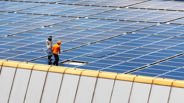 estación de energía solar. - energía solar fotografías e imágenes de stock