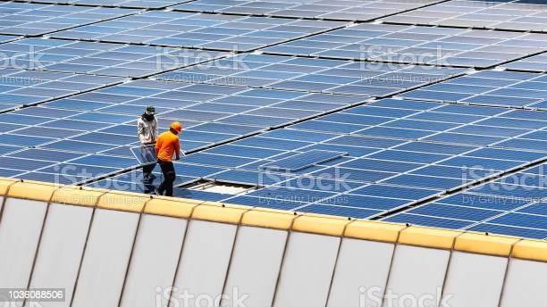 Estación De Energía Solar Foto de stock y más banco de imágenes de Panel Solar