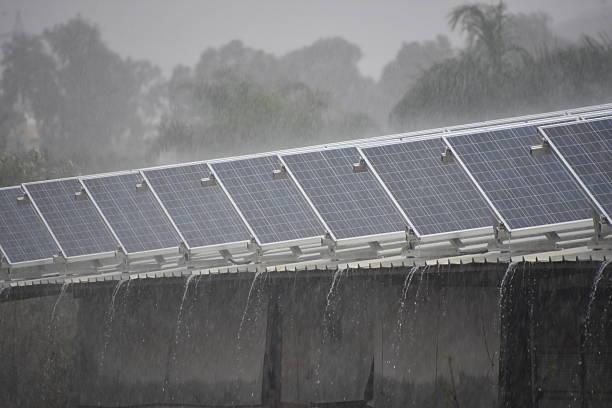 Dach im winter mit Solarenergie – Foto