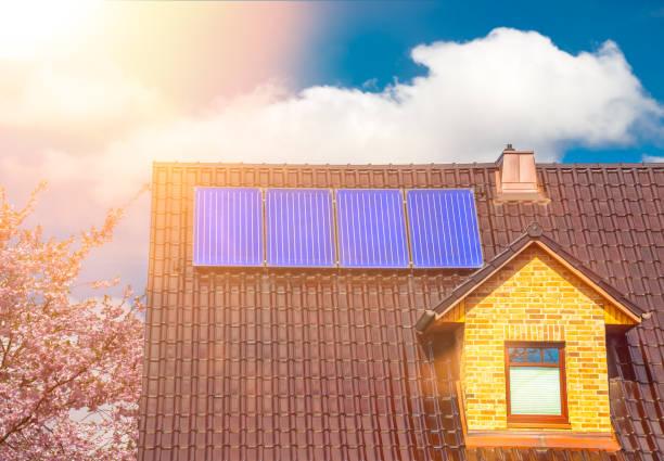 Solaranlage auf einem Einfamilienhaus Solarthermie – Foto