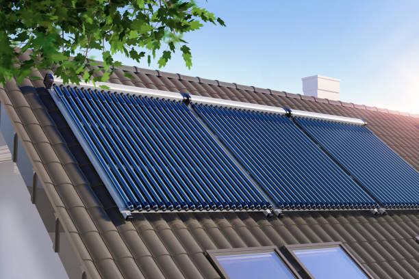 solaranlage auf dem dach - sonnenenergiegerät stock-fotos und bilder