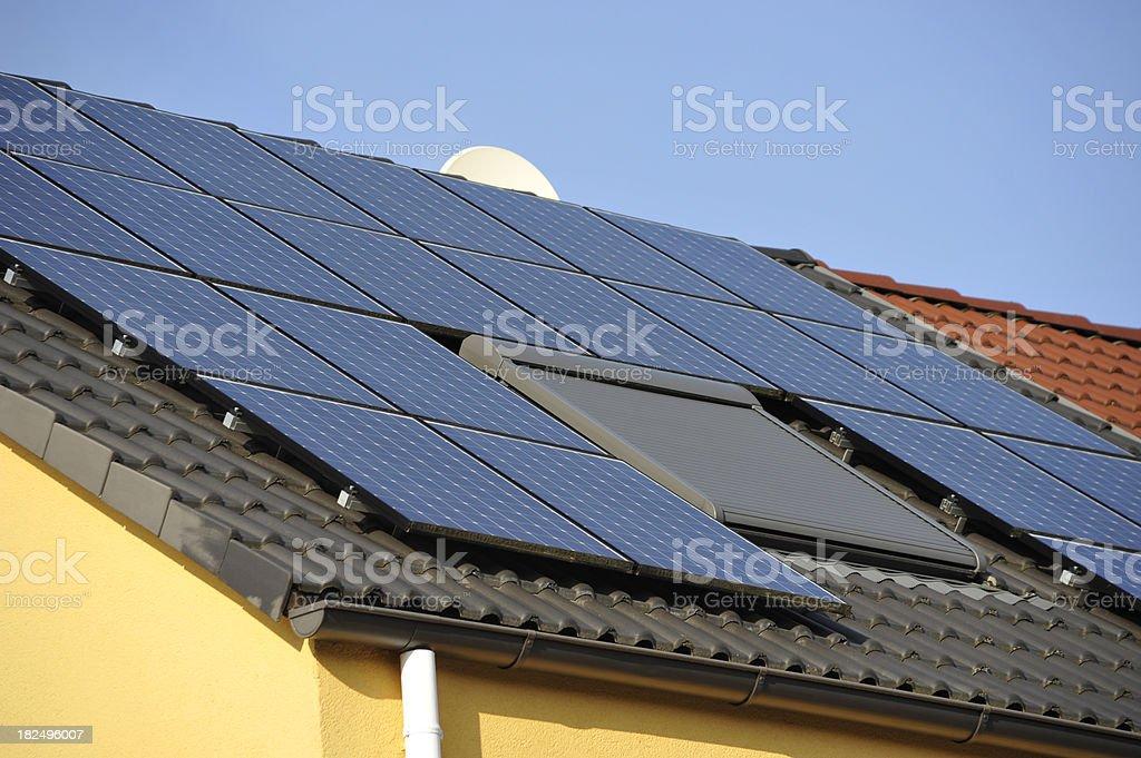 solar-house - Eigener Solar-Strom royalty-free stock photo