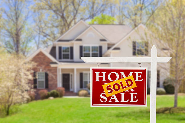 sold home for sale real estate sign and house - selling stock pictures, royalty-free photos & images