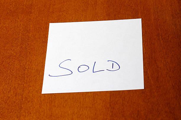 Verkauft-Schild – Foto