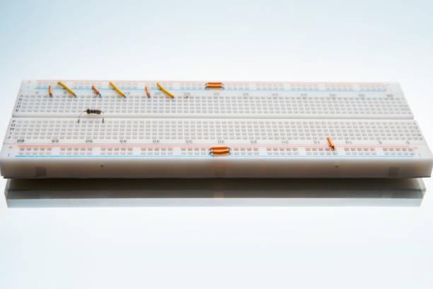 lötfreie schaltungsdesign steckbrett elektronik - paletten kopfbrett stock-fotos und bilder