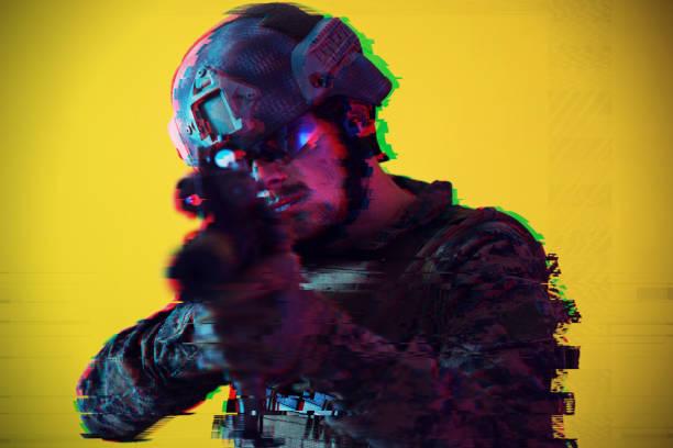 Soldat zielt Laseer Sichtoptik Glitch – Foto