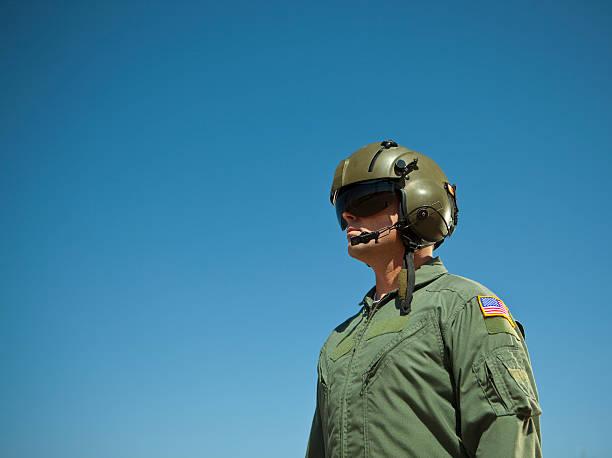 soldaten und sky - jumpsuit blau stock-fotos und bilder