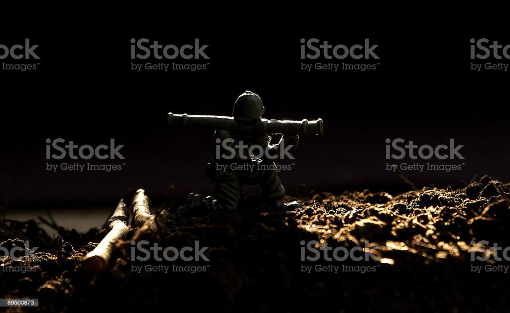 Soldier fires a rocket launcher royalty free stockfoto