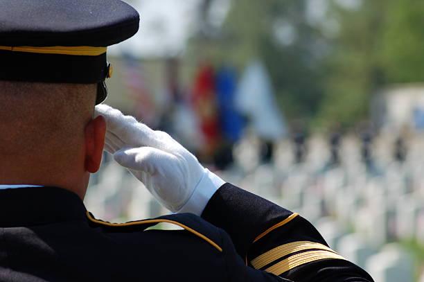 fallen soldier saludos camaradas - personal militar fotografías e imágenes de stock