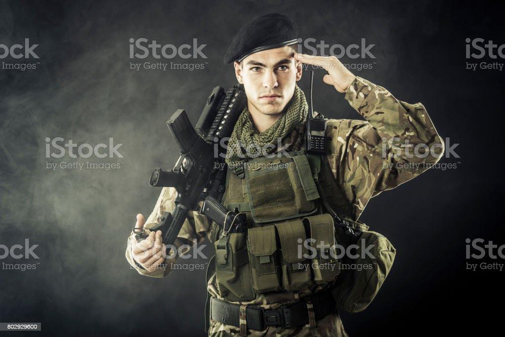 Soldat Faire le salut militaire - Photo