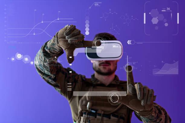 Soldat mit Virtual Reality Headset lila Hintergrund – Foto