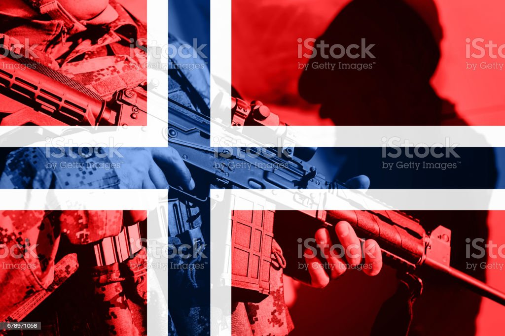 Soldier with machine gun with national flag of Norway photo libre de droits