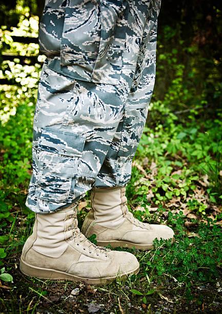 01cb5c0437 Atuendo De Pantalones Militares - Banco de fotos e imágenes de stock ...
