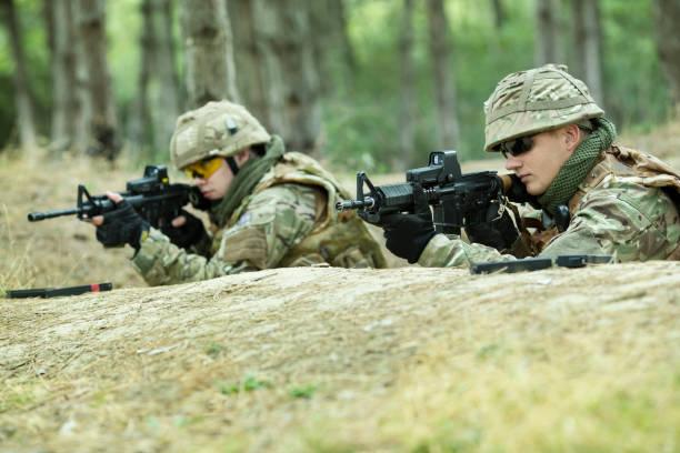 Soldaten im Graben – Foto