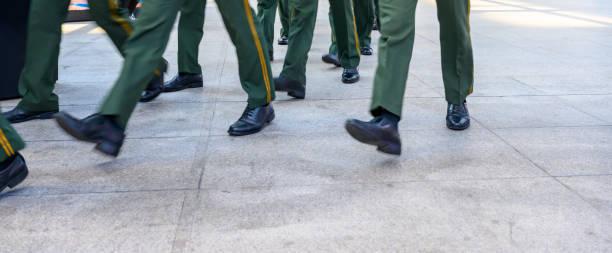 soldater marscherar - chinese military bildbanksfoton och bilder