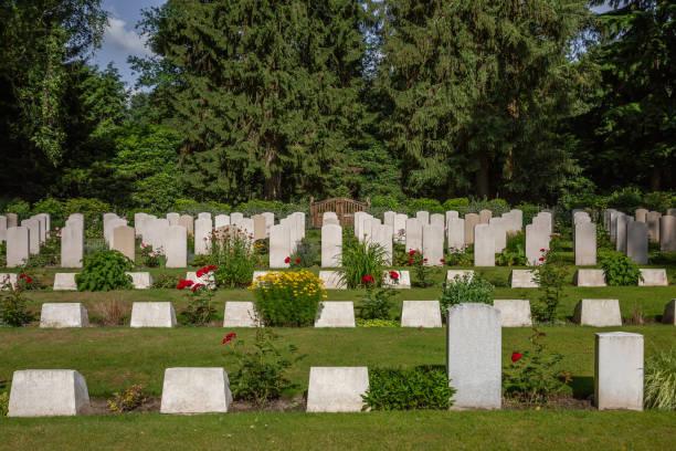 Soldatendenkmal und Gräber, Kriegsgräber – Foto