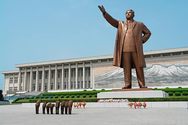 Soldaten, die an Kim Il-sung – Foto