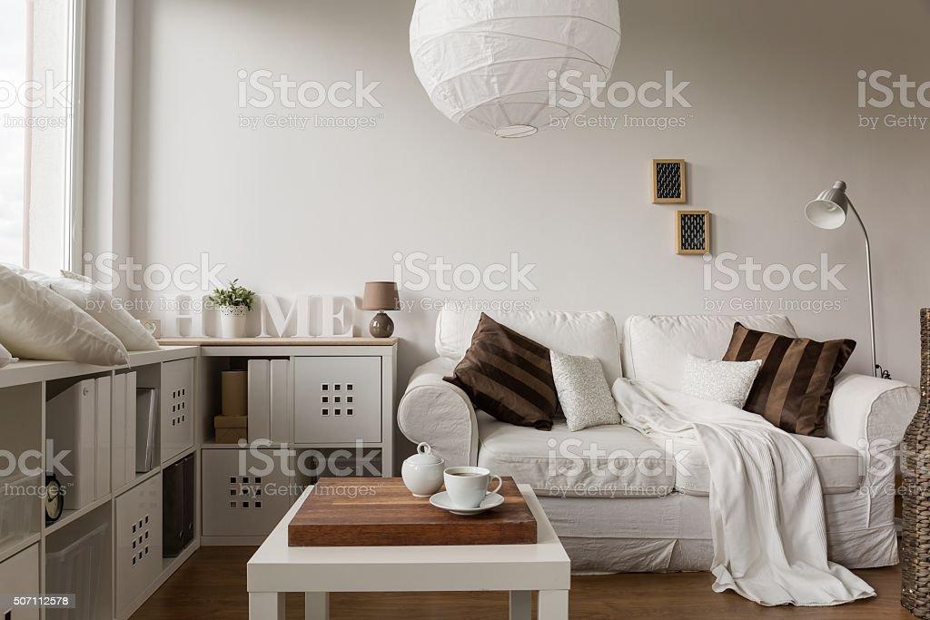 Einfarbige weiße Möbel – Foto