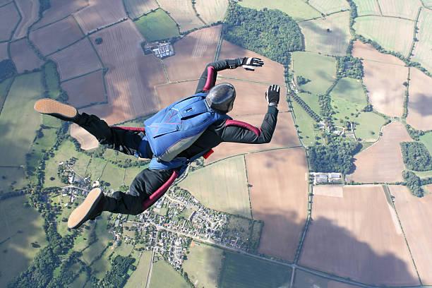 solo skydiver in 자유 - 낙하산 항공 비행체 뉴스 사진 이미지