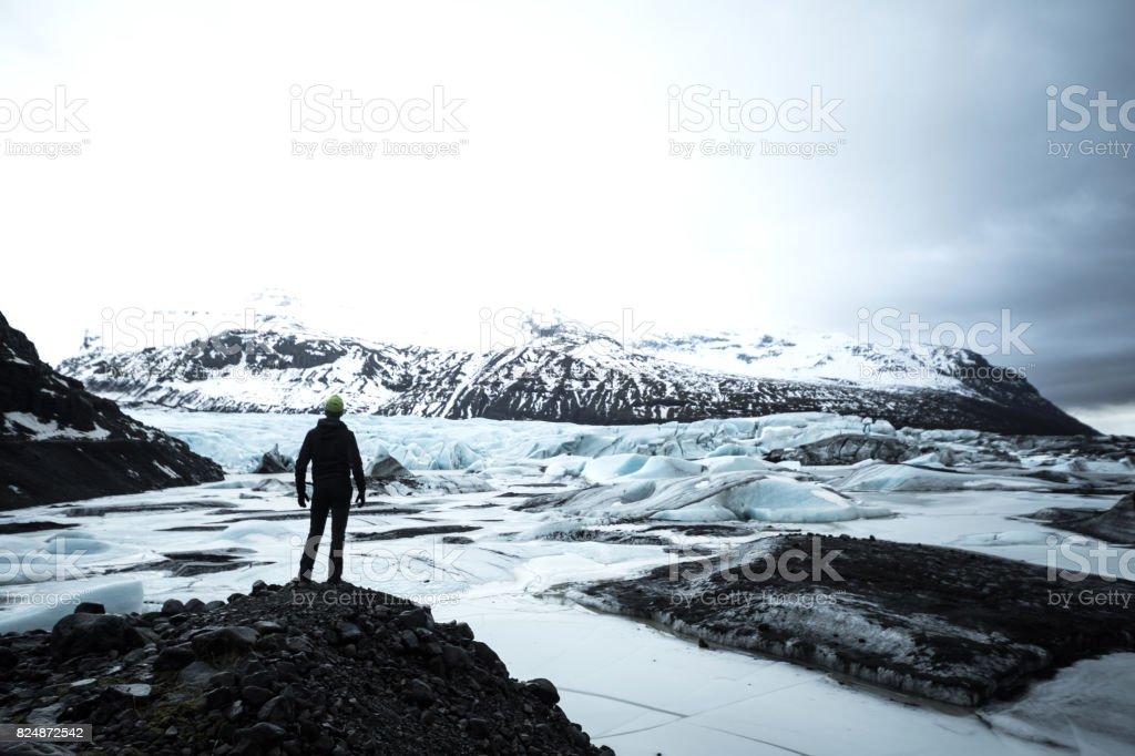 Solo traveler exploring Iceland стоковое фото