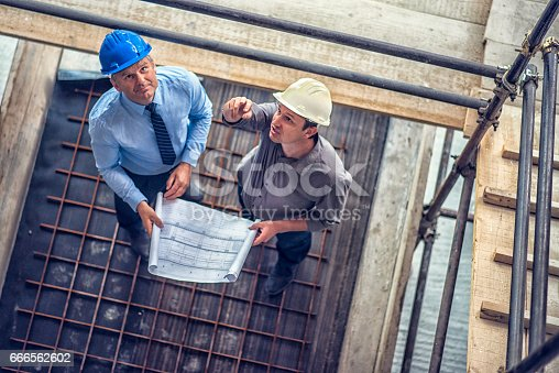 istock Solving problem on a construction site 666562602
