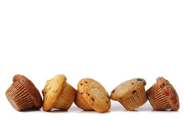 alcuni nuovi muffin - muffin foto e immagini stock
