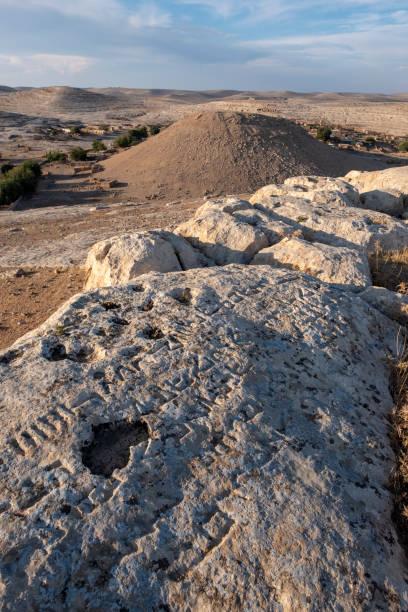 Şanlıurfa'da Sogmatar'da Yedi Gezegen tapınağının bazı metinleri stok fotoğrafı