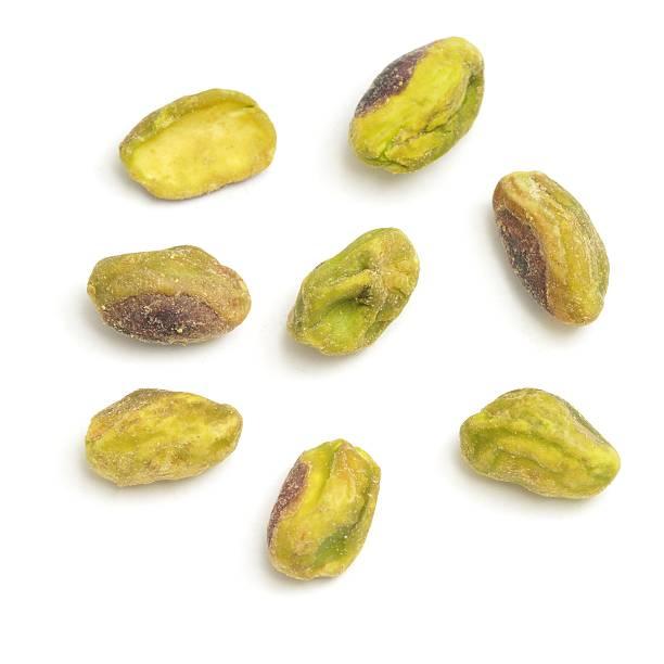Algunas macho con carcasa con pistacho tuercas - foto de stock