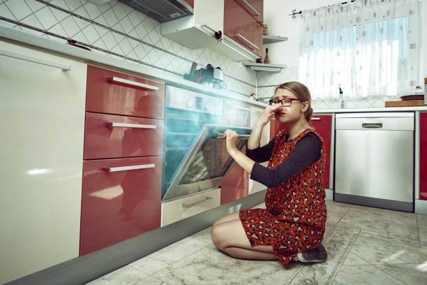 something went wrong with my food - burned cooking imagens e fotografias de stock