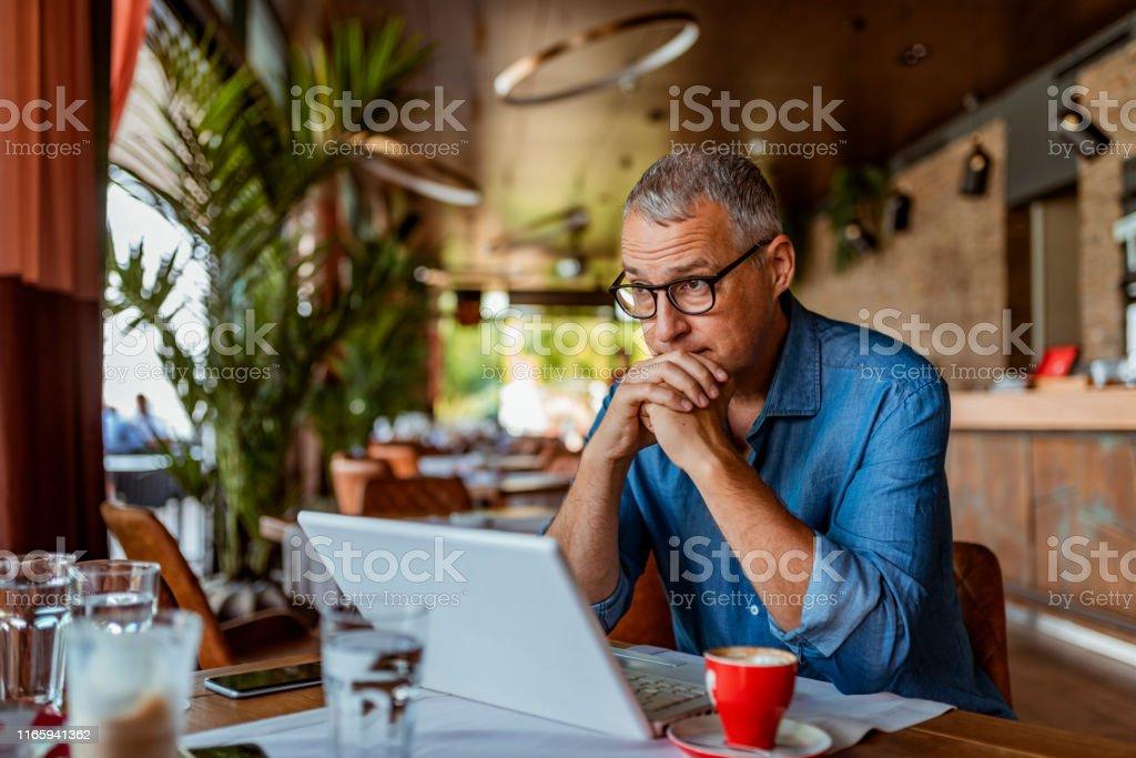 Às vezes, o stress é muito - Foto de stock de 40-49 anos royalty-free